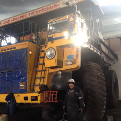Big BELAZ dump truck (220 tonn) : Fuel consumption monitoring